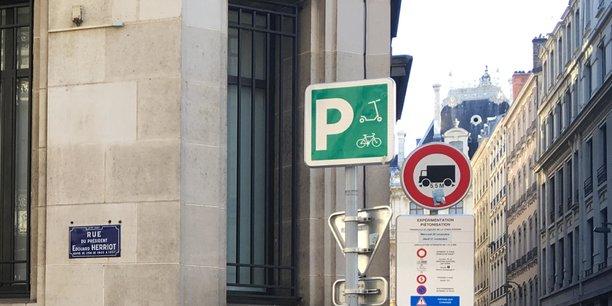 Onze emplacements dédiés à la trottinette sont en cours d'expérimentation dans le centre-ville de Lyon