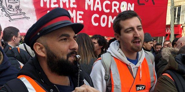 Paris, le 17 décembre 2019. Des cheminots en grève manifestent durant le 13e jour de mobilisation contre le projet de réforme des retraites.