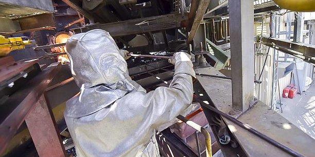 Coulée de déchets d'amiante mis en fusion par la torche à plasma à Inertam, filiale d'Europlasma.