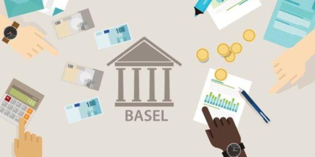 La Commission européenne doit présenter dans le courant de l'année 2020 un projet de transposition en droit européen de l'accord Bâle 3, qui inquiète les banques européennes. Ces dernières craignent d'être lésées par rapport à leurs homologues américaines.