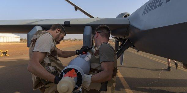 Chaque drone aura la capacité d'emporter quatre bombes guidées laser de 250 kg (GBU-12).