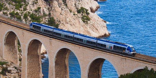 Le viaduc de Niolon, près de Marseille. La région Paca entend attribuer les lignes des TER à d'autres opérateurs.