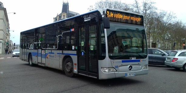 Un bus du réseau Phébus exploité par Keolis dans la communauté d'agglomération Versailles Grand Parc.