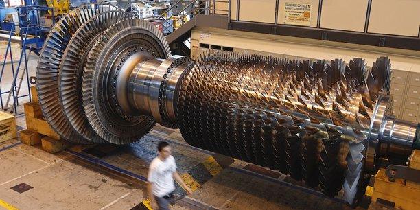 Une turbine à gaz en construction, en 2014, à l'usine GE de Belfort. Le ministère de la Justice américaine est soupçonné d'avoir mené une enquête pour corruption à l'encontre d'Alstom pour favoriser la prise de contrôle de la branche Energie de l'entreprise par GE.