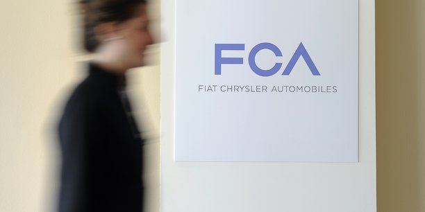 Fiat chrysler confirme etre en discussion avec foxconn[reuters.com]