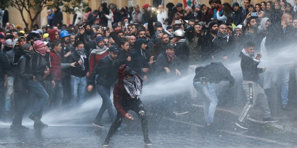 Liban: face-a-face entre police et manifestants pres du parlement[reuters.com]