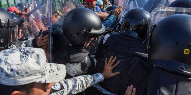 Heurts avec des migrants a la frontiere entre guatemala et mexique[reuters.com]