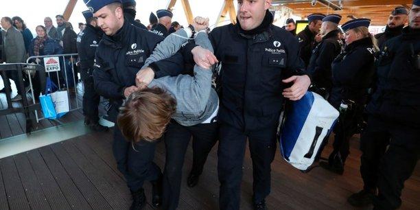 Belgique: manifestations pour le climat a bruxelles, 185 arrestations[reuters.com]