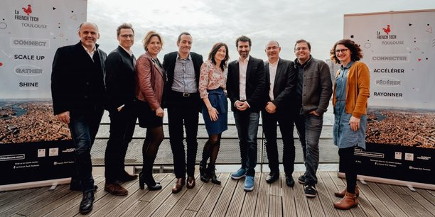 Sandrine Jullien-Rouquié, présidente de la French Tech Toulouse (au centre), entourée des 8 entrepreneurs toulousains qui impulsent l'association au quotidien.