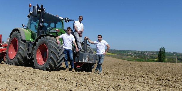 Les polos sont réalisés à partir de coton provenant de la plantation familiale, dans le Gers et unique en France, d'une superficie de 14 hectares.