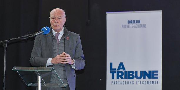 Alain Rousset, le président du conseil régional de Nouvelle-Aquitaine, a lancé un centre de réflexion pour étudier la relocalisation de la fabrication de médicaments en Nouvelle-Aquitaine.