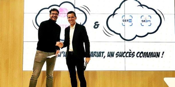 Michaël Lalande (French Proptech) et Christophe Pérez (SERM) scellent le projet de construction d'un bâtiment totem French Proptech à Montpellier.