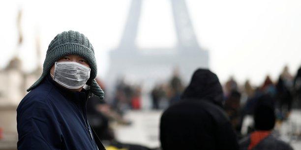 "Coronavirus: l'OMS admet une ""erreur"", les Bourses mondiales plongent"