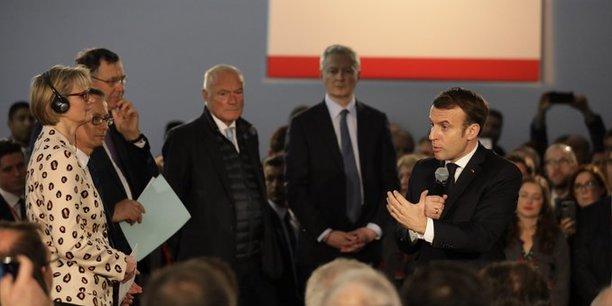 Emmanuel Macron, à l'usine Saft de Nersac, en Charente.