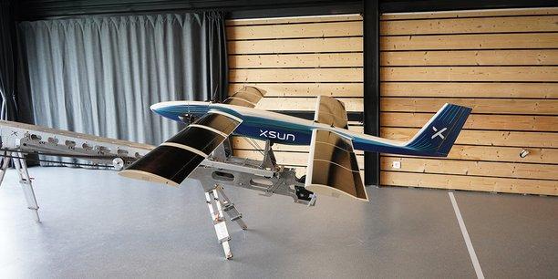 Une maquette du drone SX1.2, conçu pour la surveillance de grands sites industriels.