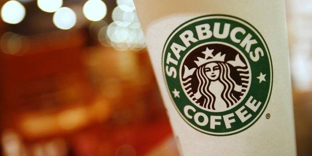 Starbucks, pour qui la Chine est le second marché mondial, a fermé la moitié de ses 4.000 points de vente dans le pays.