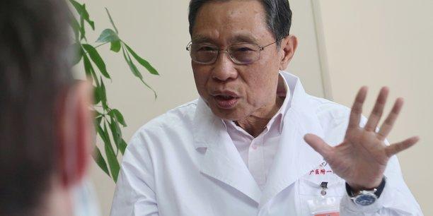 Zhong Nanshan est un épidémiologiste de 83 ans, célèbre pour avoir lutté contre l'épidémie de Sras (Syndrome respiratoire aigu sévère), également causée par un coronavirus et qui avait fait près de 800 morts à travers le monde en 2002-2003. Il s'est montré optimiste sur un prochain ralentissement de la propagation du coronavirus de Wuhan.