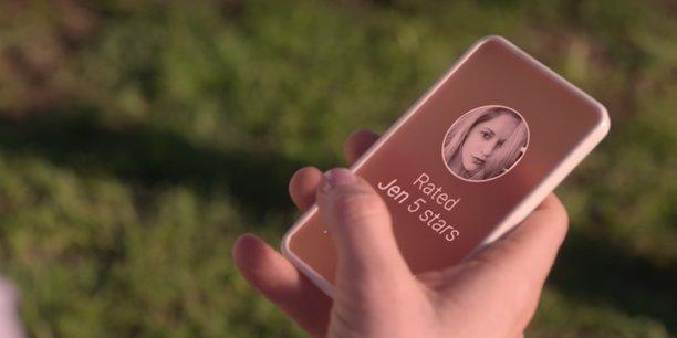 Image extraite de la série Black Mirror diffusée sur Netflix (saison 3 épisode 1 : Chute libre).