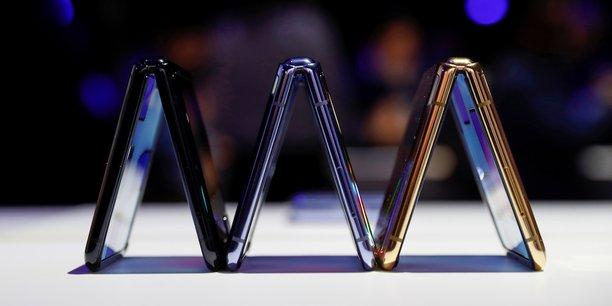 De forme carrée une fois fermé, et optimisé pour passer des appels vidéo, le Galaxy Z Flip sera mis en vente à compter du 14 février à partir de 1.380 dollars.