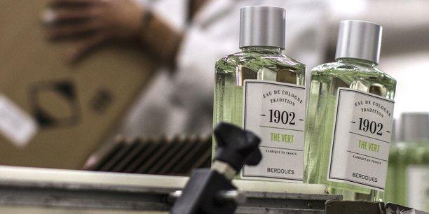 Le groupe possède près de 200 références produits au travers de ses différentes marques de parfums et cosmétiques.