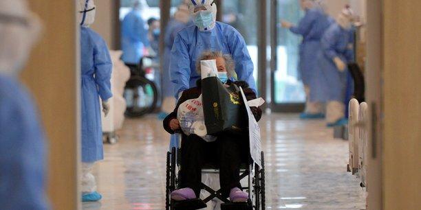 Chine: le personnel de sante particulierement touche par le coronavirus[reuters.com]
