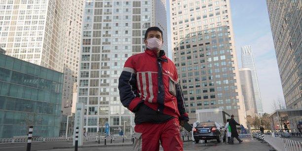 Photo d'illustration. Un livreur KFC, aperçu dans le quartier des affaires de Beijing, en Chine.