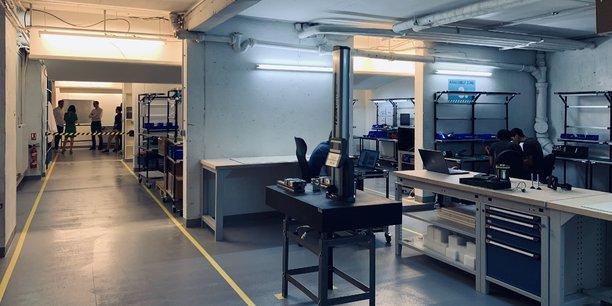 Au sous-sol de ses locaux, situés dans le 14ème arrondissement de Paris, la startup Kickmaker dispose d'une micro-usine de 300 mètres carrés.