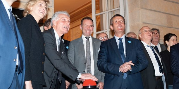 Au centre : Patrick Bobet, le président de Bordeaux Métropole, André-Hubert Roussel, le président exécutif d'ArianeGroup, et Jacques Mangon, le maire de Saint-Médard-en-Jalles.