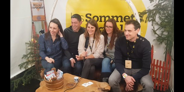 Julie Huguet (Coworkees), Philippe Porceillon (FroggyPix), Aline Buscemi (Arcadeo Gaming), Emilie Straub (Copines de Voyage) et Rémi Thomas (In&motion) aux Sommets du Digital