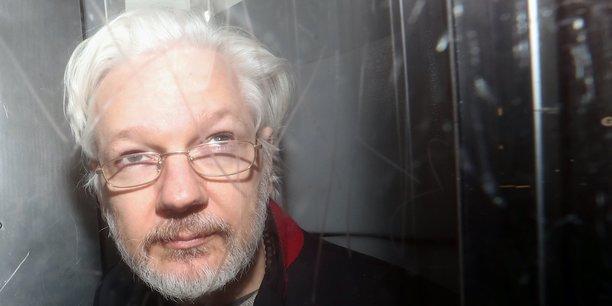 Le fondateur de Wikileaks, Julian Assange, le 13 janvier 2020, quittant la Westminster Magistrates Court à Londres.