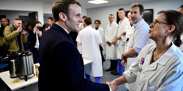 Macron a la pitie-salpetriere pour apporter son soutien aux soignants face au coronavirus[reuters.com]