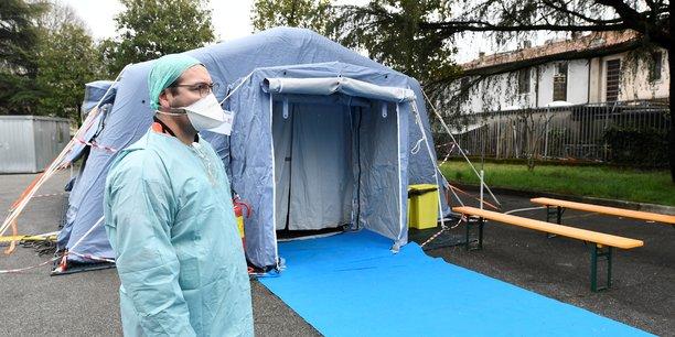 Le nombre de cas de nouveau coronavirus dans le monde s'élevait mardi 3 mars à plus de 92.000, dont plus de 3.155 décès, dans 78 pays. Ici un checkpoint en Italie.
