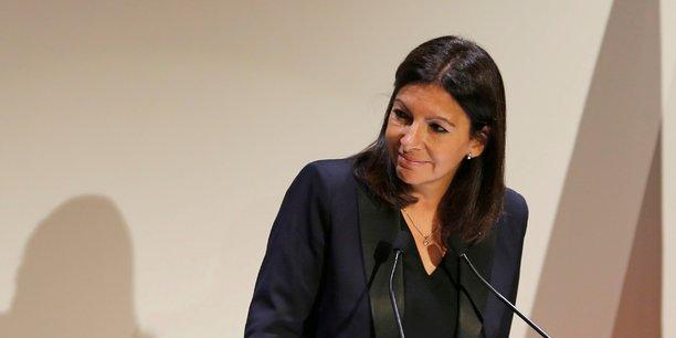 La maire de Paris, Anne Hidalgo, dit vouloir réguler les plateformes numériques à l'échelle de la ville.