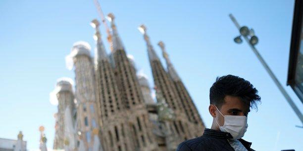 Le chef du gouvernement espagnol Pedro Sanchez a annoncé samedi soir la mise à l'isolement quasi total du pays dont les 46 millions d'habitants n'ont le droit de sortir seuls de chez eux que pour des raisons impératives comme aller travailler, à la pharmacie, se faire soigner ou acheter à manger.
