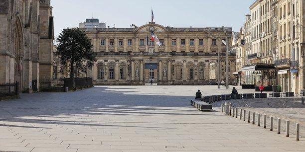 La place Pey-Berland, à Bordeaux, loin de son agitation habituelle, mercredi 18 mars 2020.