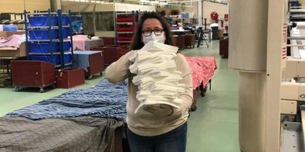 Pour lancer la fabrication de ces masques, l'entreprise Lemahieu a obtenu une autorisation préfectorale et a fait appel à des salariés bénévoles qui ont commencé à travailler ce week-end, dans l'usine de Saint-André-lez-Lille. Près de 3.000 masques par jour alimenteront les personnels hospitaliers.