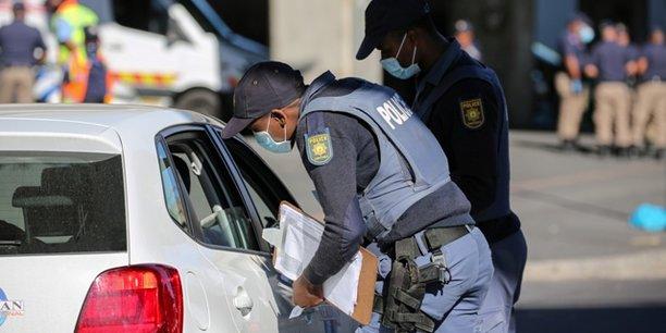 Un point de contrôle des déplacements de la population, le 27 mars au Cap en Afrique du Sud.