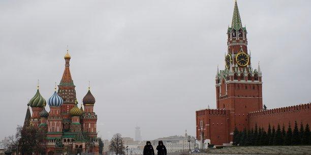 Russie: la douma durcit les sanctions liees au confinement[reuters.com]