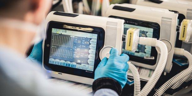 Air Liquide va pouvoir accélérer la cadence de production de ses respirateurs artificiels en s'appuyant sur l'expertise de trois industriels: PSA, Valeo et Schneider Electric.