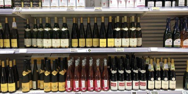 La grande distribution a été accusée d'orienter les prix vers le bas et de brouiller les cartes au sein des appellations des vins d'Alsace.