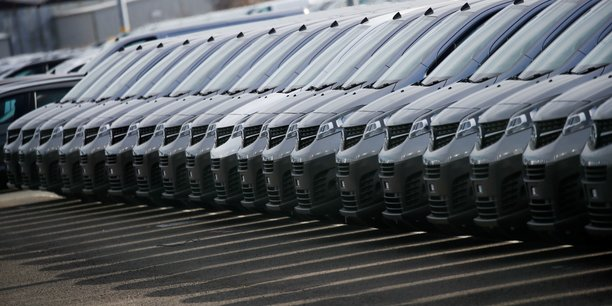 Les immatriculations de voitures plongent de 88,84% en avril[reuters.com]