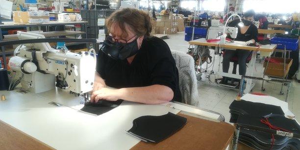 Atelier de masques de l'entreprise Balsan.