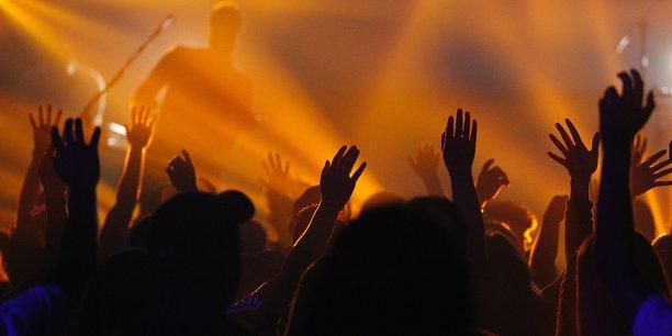 20.000 volontaires se sont inscrits pour participer au concert-test organisé à l'AccorHotels Arena (Bercy) qui n'accueillera que 5.000 spectateurs.