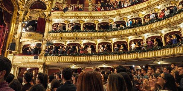 Photo d'illustration. Si les librairies, galeries et petits musées doivent rouvrir lundi, les cinémas, salles de concerts, théâtres et les autres musées vont rester rideau tiré jusqu'à nouvel ordre.