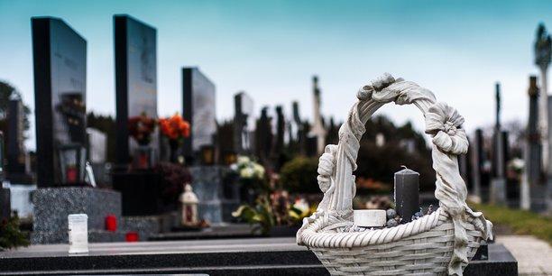 La santé n'est pas la seule thématique étudiée. Les sujets sont divers et variés, multi-angles et multidisciplinaires. A Saint-Etienne, des travaux ont ainsi été lancés autour du deuil et des rites funéraires en période de pandémie.