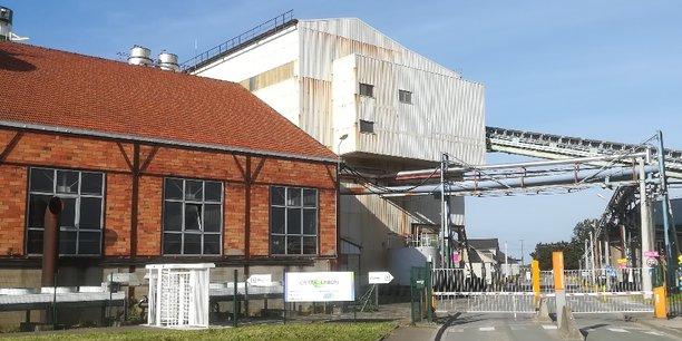 Symbole de la désertification industrielle française, la sucrerie de Toury, fondée en 1875, employait plus de 1000 employés jusqu'à la fin des années 80. Elle n'en comptait plus que 128 début 2020.