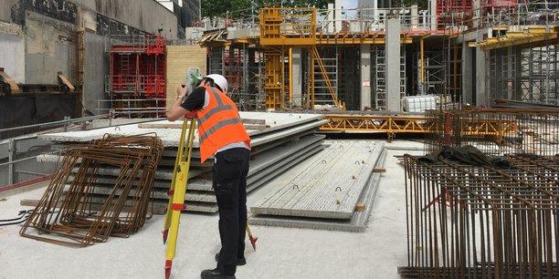 Delta Monitoring est spécialisée dans le suivi et la surveillance d'infrastructures lors de travaux de construction ou de rénovation.