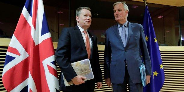 Michel Barnier (à dr.), négociateur en chef de l'Union européenne (UE), et son homologue britannique, David Frost (à g.), le 2 mars 2020 à Bruxelles.