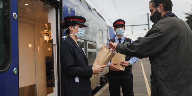 Plus de 40 000 masques lavables et donc réutilisables ont été offerts aux usagers du réseau TER d'Occitanie face à la crise sanitaire.