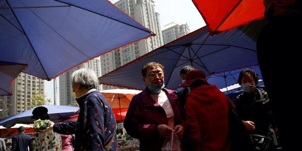 Un district de la capitale chinoise Pékin est en état de guerre sanitaire après une flambée des nouveaux cas de contamination au coronavirus en lien avec un marché agricole local, a déclaré samedi un représentant.